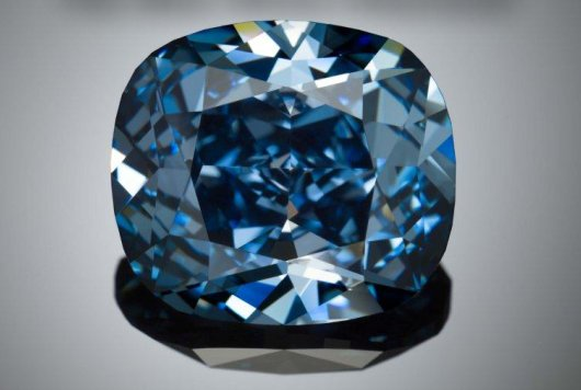 2014.09.28-12carat_blue_diamond.jpg